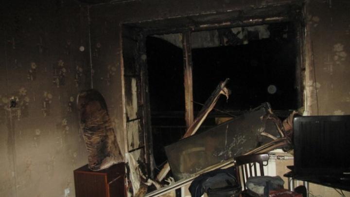 «Ни дозвониться, ни достучаться»: в ночном пожаре в доме на Воскресенской едва не погиб мужчина