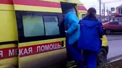 «Вон пошла отсюда!»: челябинку возмутило поведение врачей на вызове к человеку без сознания на улице