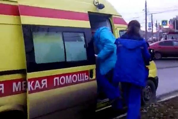 Реаниматологи прибыли на Комсомольский проспект по вызову к пожилому мужчине, но почти сразу уехали обратно