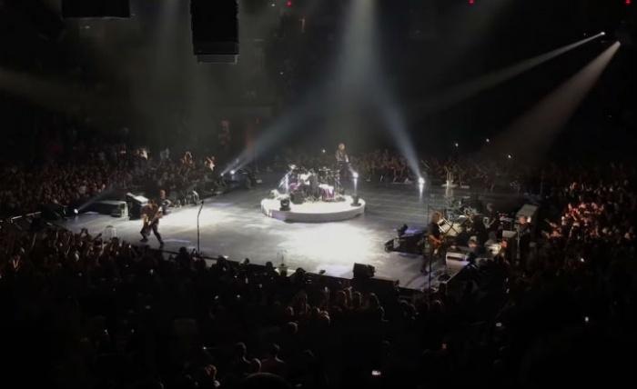 Metallica отжигала на сцене с круговым обзором в 2017 году
