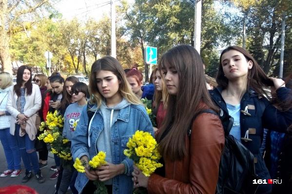 Ростовчане собрались на пересечении улицы Большой Садовой и проспекта Театрального