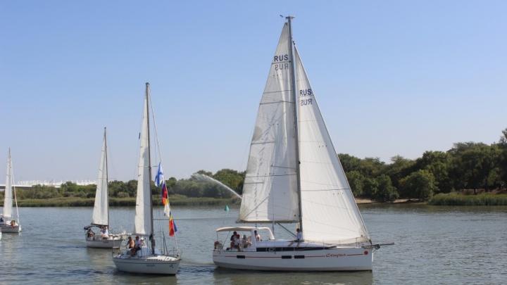 Яхты, катера и левый берег Дона: показываем, как ростовчане праздновали День Военно-Морского Флота