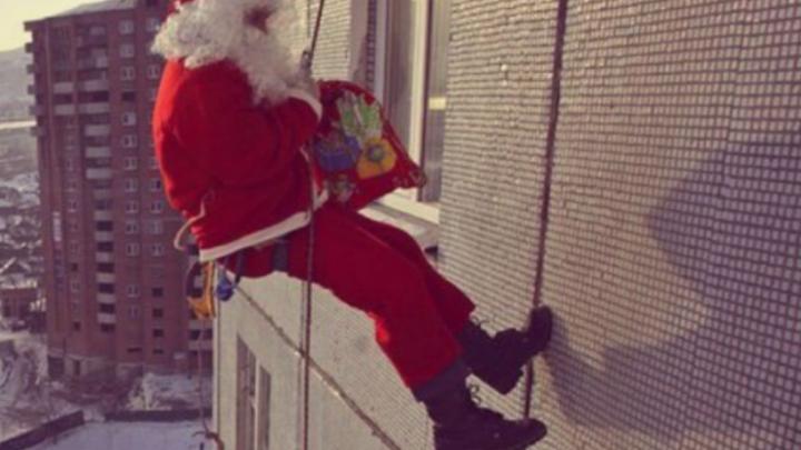 «Ждали Деда Мороза, а пришёл грабитель с отмычкой»: в центре Тюмени Санта обчистил квартиру