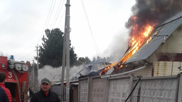 На улице в Первомайском районе выставили экипаж ГИБДД: по дороге могут не пустить из-за пожара