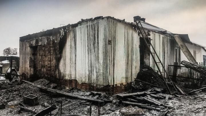 Объявлен в розыск отец пятерых детей, погибших при пожаре в Степном