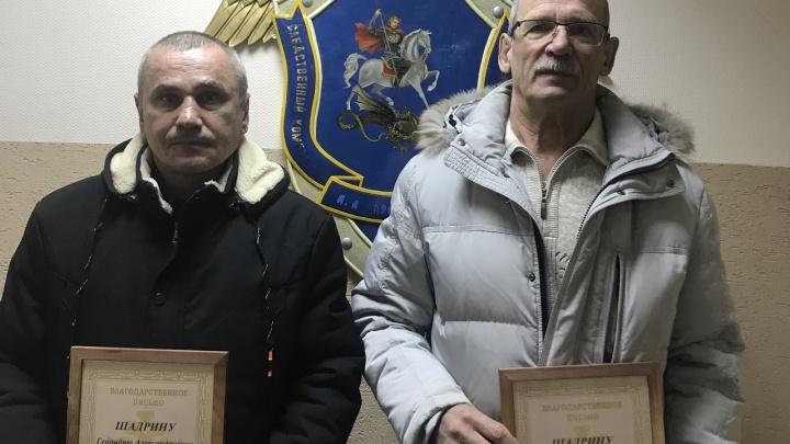 «Мы благодарны за их поступок»: в Прикамье вновь наградили охотников, нашедших в лесу двоих детей