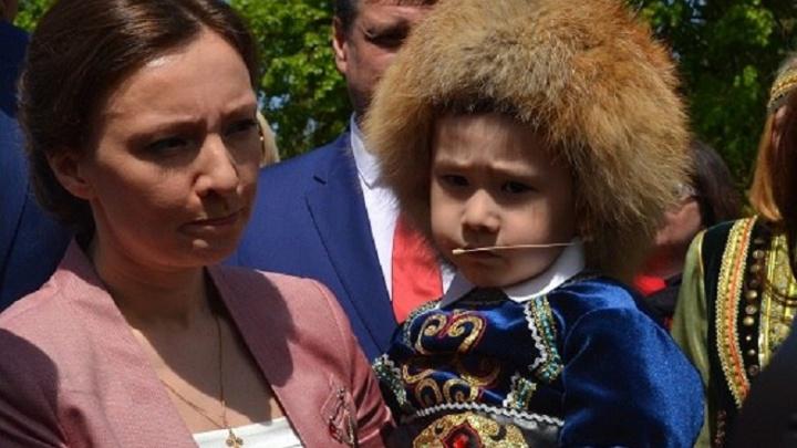 В Уфе детскому омбудсмену Анне Кузнецовой вручили необычный подарок