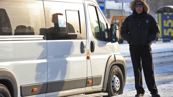 Новосибирские маршрутки начали повышать цены на проезд: в одной тариф вырастет на 5 рублей
