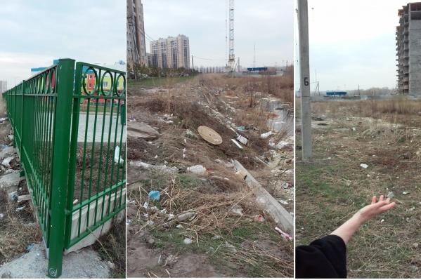 Снимки свалки у детсада омич сделал в конце апреля, а ответы от чиновников начал получать в мае
