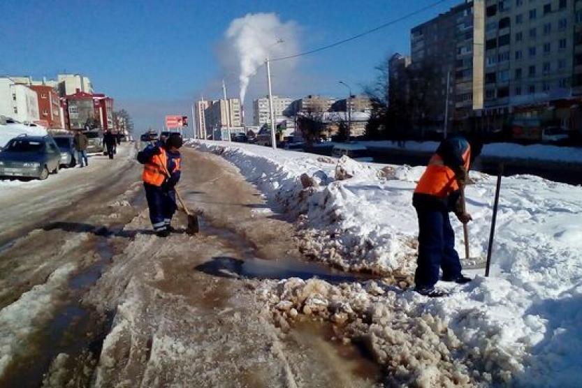 Коммунальщикам предстоит устранить последствия аварии — мокрый снег и гололед
