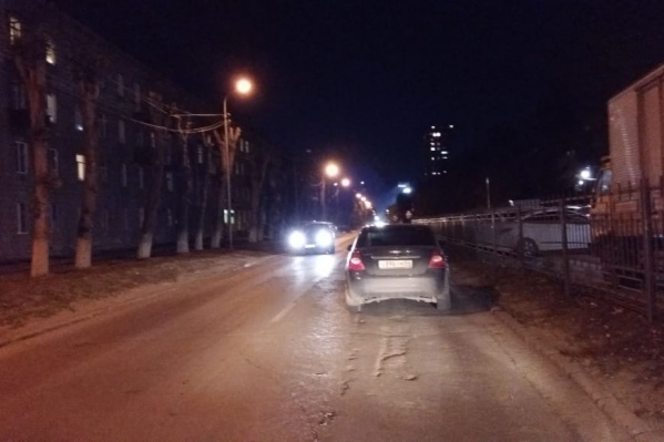 Предположительно, авария случилась вне зоны пешеходного перехода
