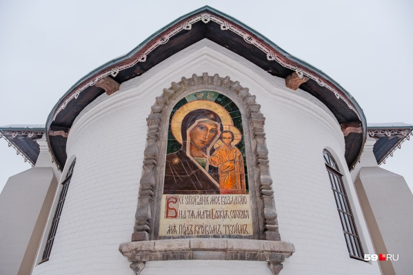 Иконе Богоматери на алтаре Казанского храма приписывают авторство Николая Рериха