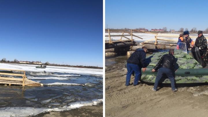 В Тобольске два человека оказались на льдине, которая плыла по реке во время ледохода