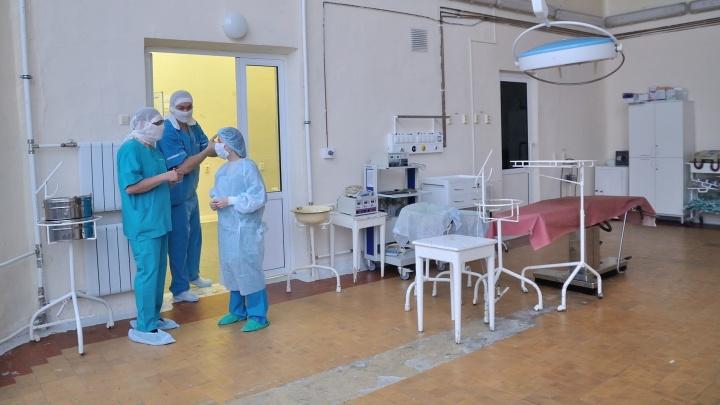 В Краснотурьинске прооперировали 6-летнюю девочку, на которую в садике упала ветка тополя