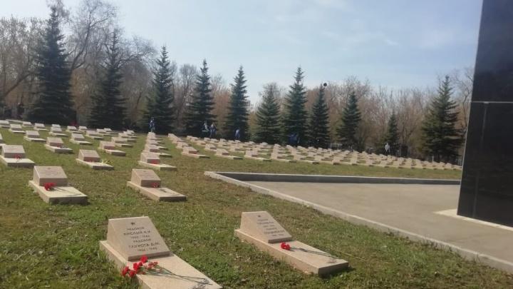 У воинского мемориала в Самаре появились семейные захоронения бизнесменов и чиновников