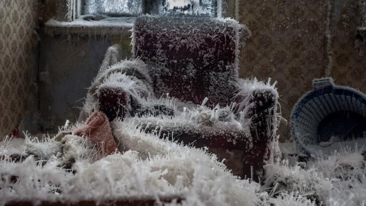 Барак «снежной королевы»: екатеринбуржцы нашли на Химмаше удивительный ледяной дом