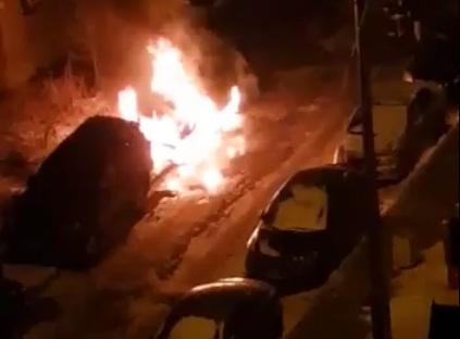 Во дворе на «Взлётке» ночью взорвалась машина