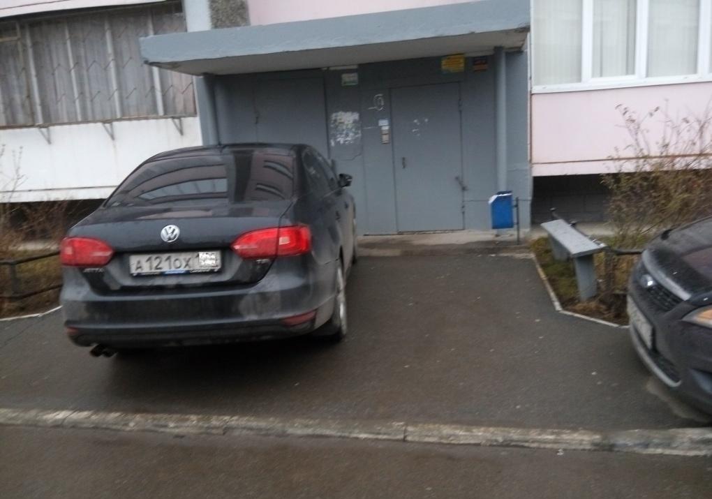 Далеко не все в восторге, когда соседи или их гости паркуют машину вот так