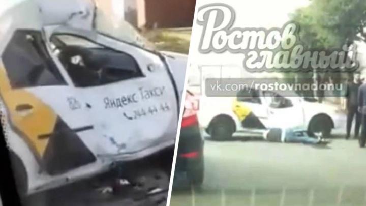 Такси и мотоцикл столкнулись в Ростове на Чкаловском. Есть пострадавшие