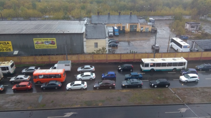«Явно думали не головой». Жители Автозавода жалуются на пробки после разрыва Пролетарского кольца