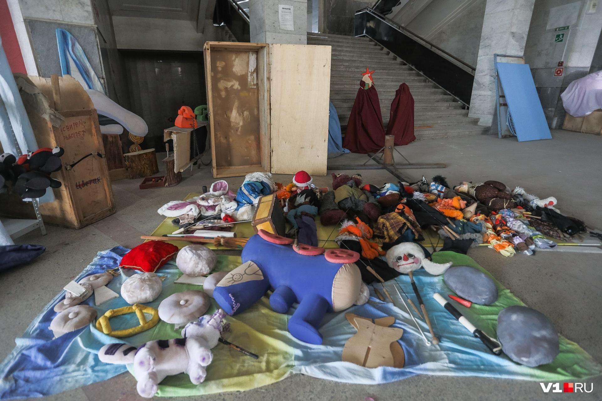 Универмаг используется под склад костюмов Кукольного театра