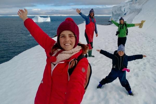 Семья Клочковых добралась до Антарктики, побывала на русской станции «Беллинсгаузен» и полюбовалась морскими слонами