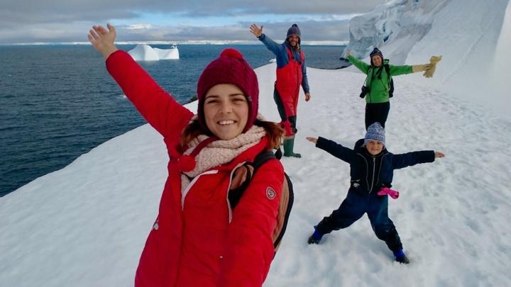 Семья путешественников из Новосибирска добралась до Антарктиды на маленькой яхте