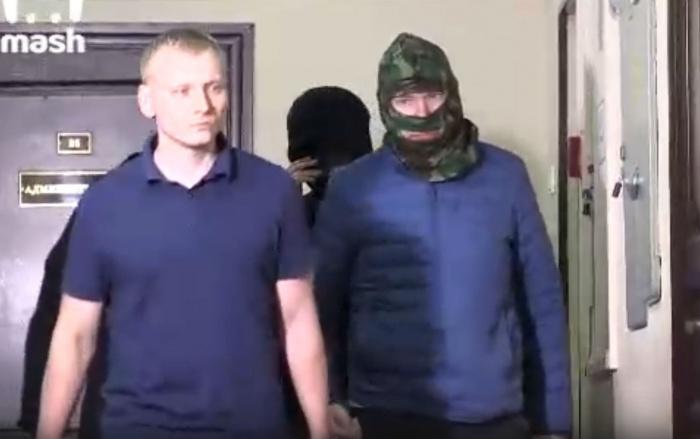 Александр Воробьев (справа) в суде в Москве