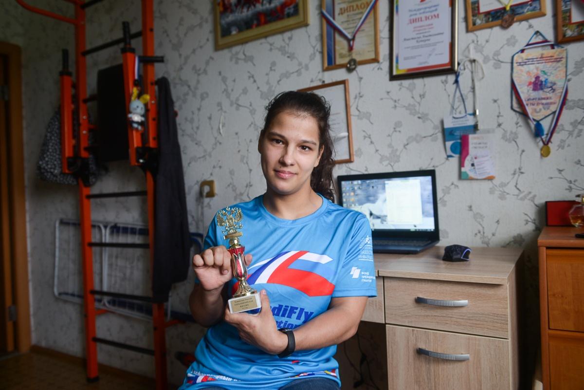 На соревнованиях в Челябинске наездница с ДЦП завоевала «Приз дерби»