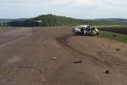 В лобовом столкновении автомобилей погибла молодая женщина, еще трое пострадали
