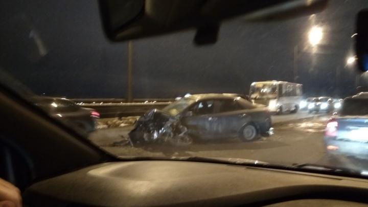 «Нехило так столкнулись»: из-за серьёзной аварии в Ярославле образовалась огромная пробка