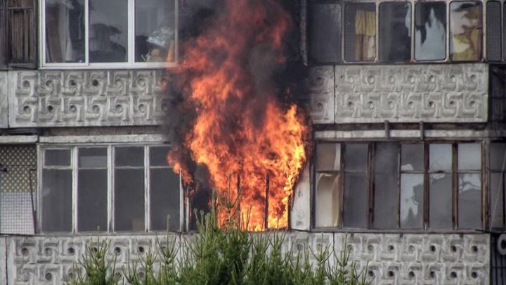 «Некуда деваться уже»: в России едва не запретили курить на балконах. Что об этом думают эксперты