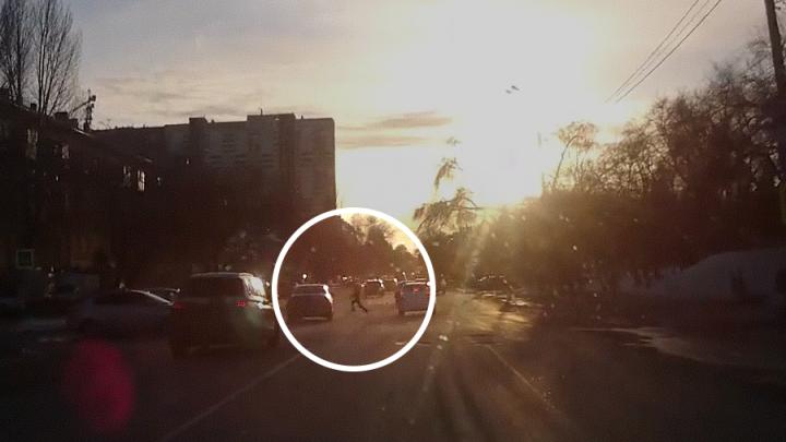 Видео момента ДТП: в Самаре 10-летний мальчик попал под колесаSKODA