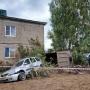 Самосвал врезался в жилой дом под Уфой, погибла 12-летняя девочка
