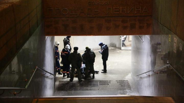 Видео: спасатели рассказали подробности спасения женщины, упавшей в метрона рельсы