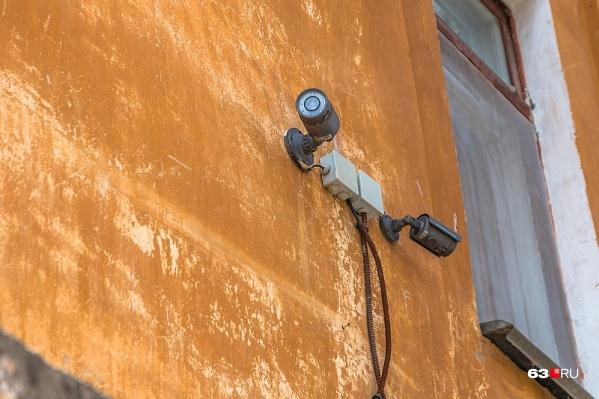 Видеокамеры установили, а подключать не стали