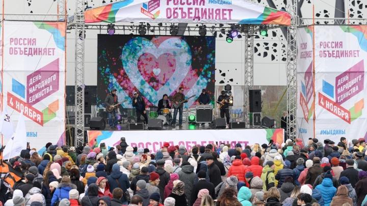 Горячий чай и зажигательные песни: Волгоград отметил День народного единства