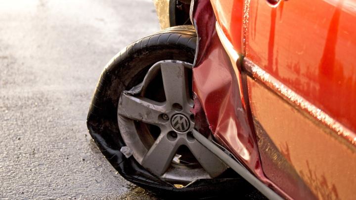 Разбил машину за разбитое сердце: ярославец изуродовал автомобиль своего соперника