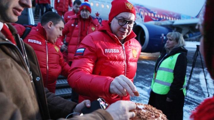 Хоккеистов cборной России встретили в Ярославле хлебом и солью