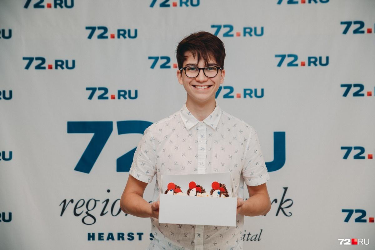 Петру Куликову 15 лет, и у него свой кондитерский бизнес