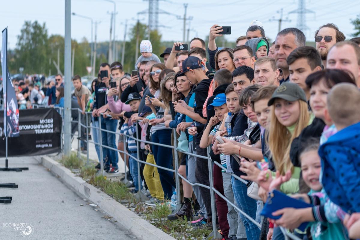 Для зрителей организовали бесплатные автобусы отДК «Металлург», от Музея автомобильной техники УГМК и обратно. Они ездили каждые 15 минут