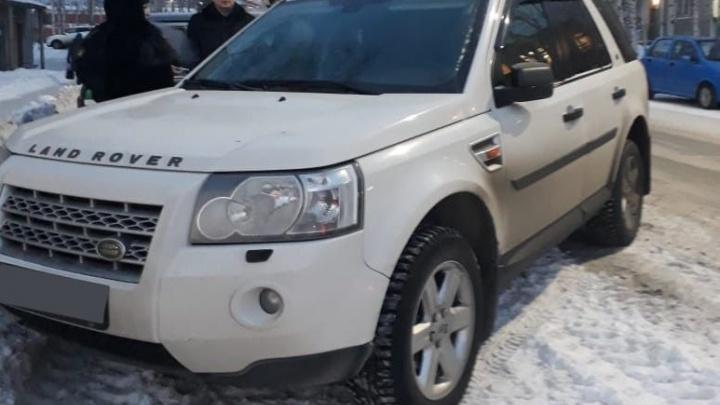 Свердловчанин остался без автомобиля Land Rover после попытки его продать