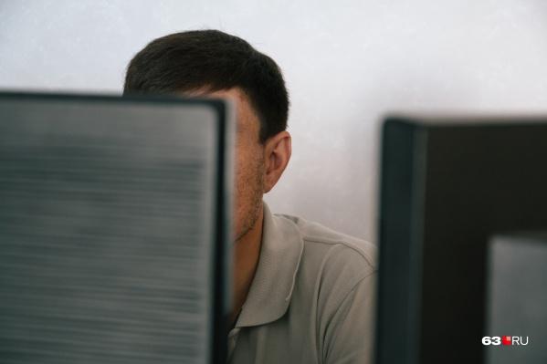 Хакер получал данные от напарника