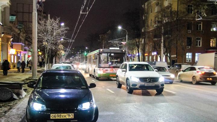 Из-за гололёда и множества аварий в пятницу Ростов сковали девятибалльные пробки