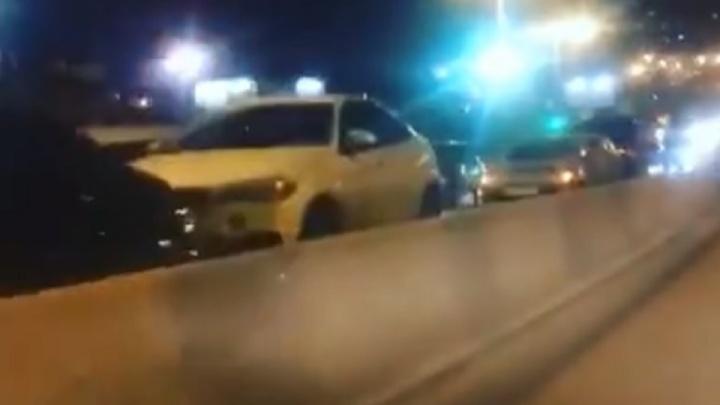 Массовая авария произошла на проспекте Стачки