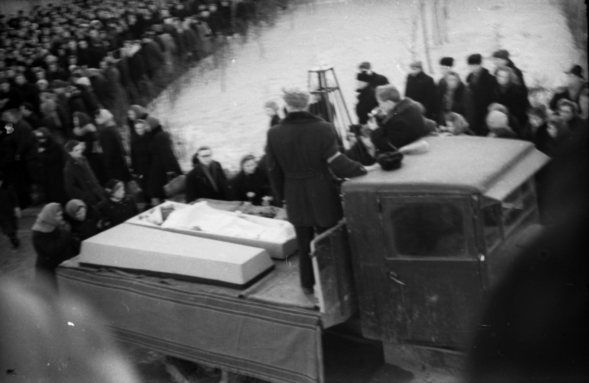 На похороны группы Дятлова пришло огромное количество людей