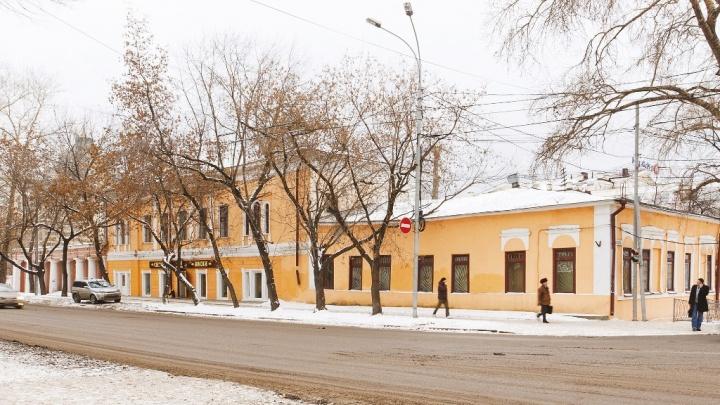Рядом со строящейся ледовой ареной УГМК на продажу выставили старинную усадьбу