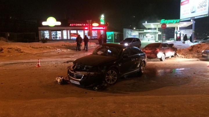 Выехал на встречку: в Заельцовском районе столкнулись два автомобиля— есть пострадавшие