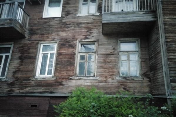 Дом на Урицкого, 44 сошел со свай вечером 6 июля