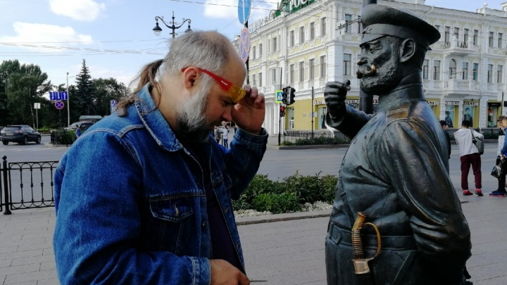 «Я его посажу»: владелец статуи Городового собирается через суд взыскать сумму ущерба с вандалов